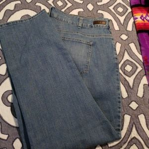 EUC Lee Clasic Fit 1889 Jeans